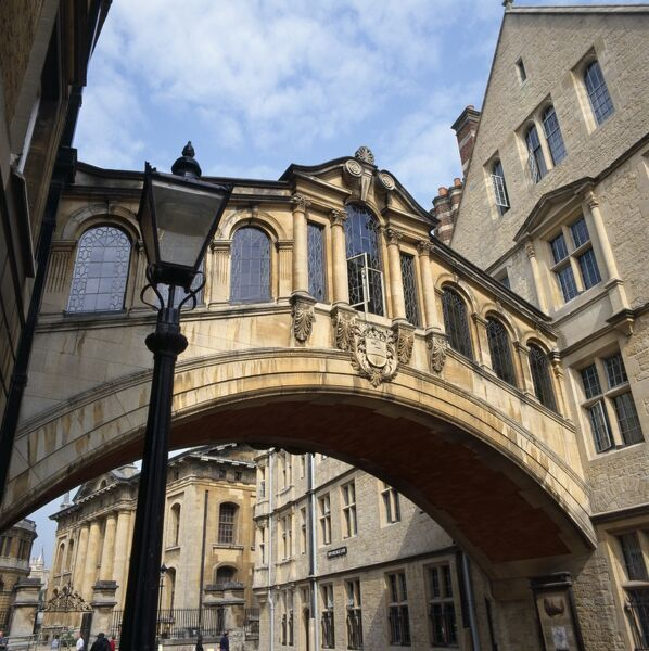 HERTFORD BRIDGE, Hertford College, Oxford. View of the covered bridge over New College Lane. Built between 1913-1914 and designed by Sir Thomas Jackson