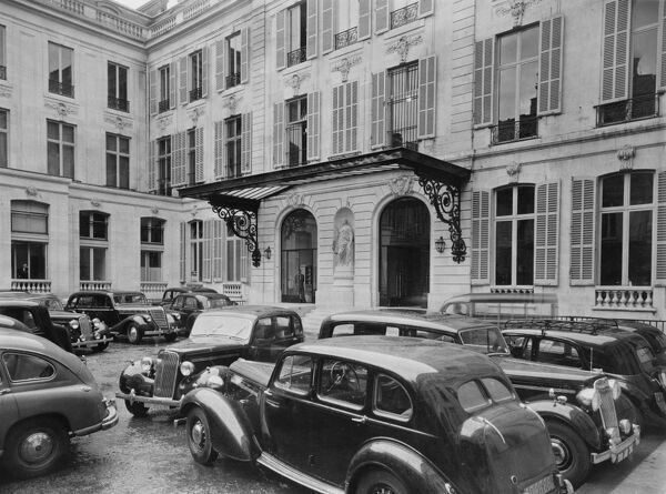 British Embassy Offices, Paris, France. The entrance courtyard photographed in 1964 for the Ministry of Public Building and Works