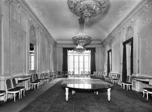 British Embassy (Hotel De Charost), 39 Rue De Fauborg Saint Honore, Paris, France. The state dining room at the Hotel de Charost, the British Ambassador's residence in Paris. Photographed in 1964 for the Ministry of Public Building and Works