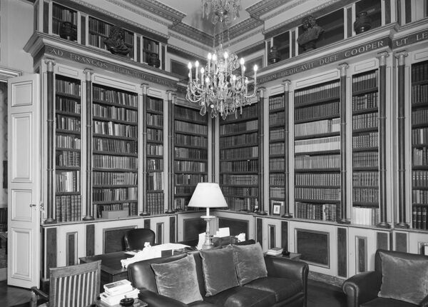 British Embassy (Hotel De Charost), 39 Rue De Fauborg Saint Honore, Paris, France. The library at the Hotel de Charost, the British Ambassador's residence in Paris. Photographed in 1964 for the Ministry of Public Building and Works