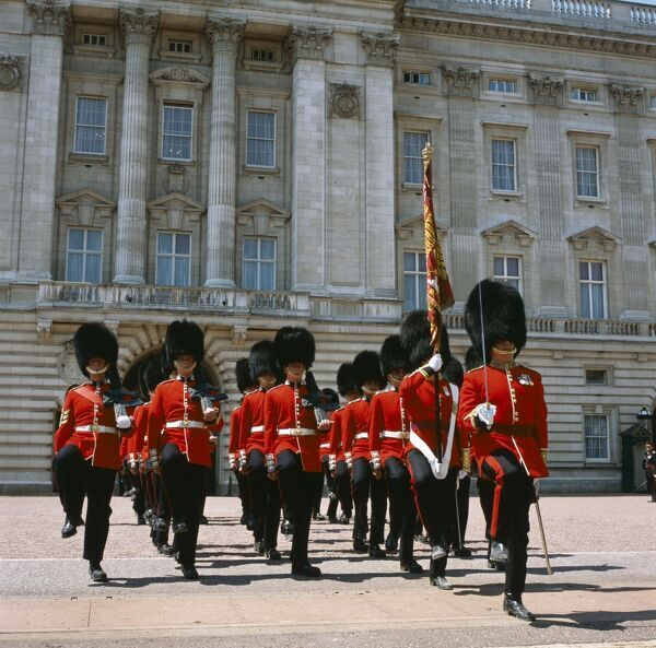 BUCKINGHAM PALACE, London. Changing of the Guard. Soldiers marching