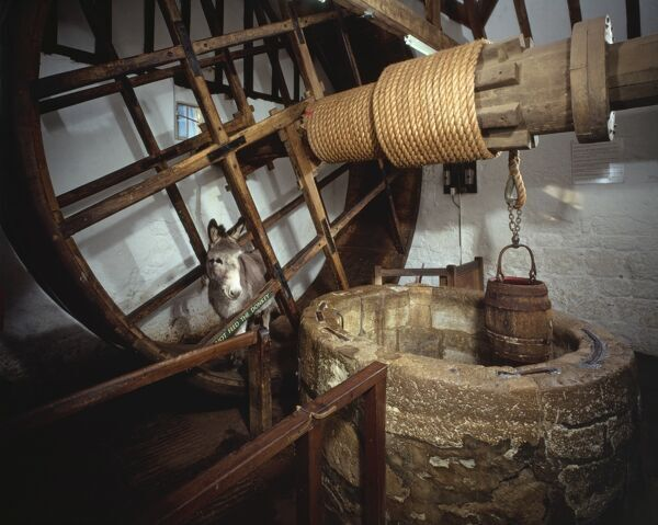 CARISBROOKE CASTLE, Isle of Wight. Well house treadwheel, donkey and winding mechanism. Built in 1587