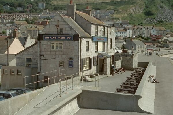 Early C19 public house on the seafront at Chiswell, Portland. IoE 381918