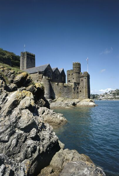 DARTMOUTH CASTLE, Devon. Gun tower 1481 & St. Petrox Church 1641 at harbour entrance