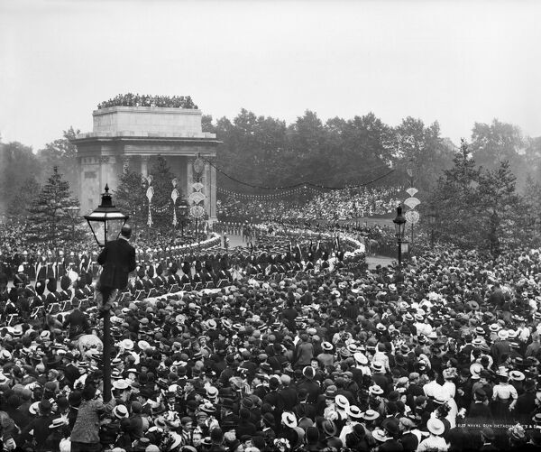 Queen Victoria'€™s Diamond Jubilee Procession, Green Park Arch, London, 22 June 1897. York & Son silver gelatin DOP (developing out paper) print. A public holiday was declared to celebrate the 60th anniversary of Queen Victoria'€™s accession