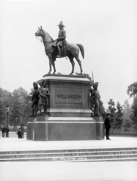 DUKE OF WELLINGTON STATUE, Hyde Park Corner, Westminster, London. A view of the Duke of Wellington's statue at Hyde Park Corner from the west. The statue was built be Boehm in 1888. Photographed by York and Son, late 19th century