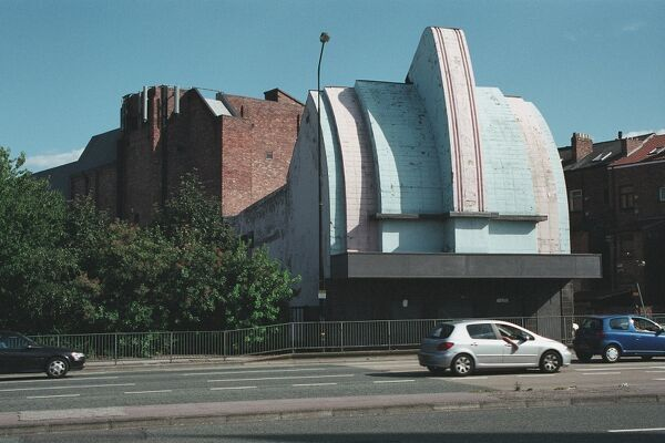 Striking Art Deco style cinema, now disused. Stretford, Greater Manchester. IoE 438795