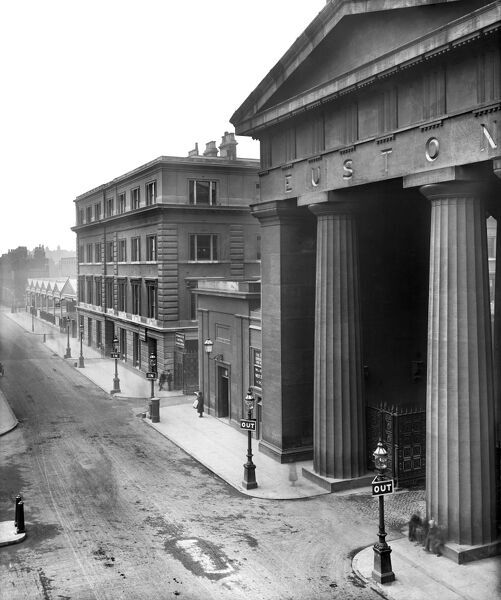 EUSTON ROAD, London. View of Euston Road showing Euston Arch (built 1837, demolished 1961). Pillars, pediment and portico. Photographed by Bedford Lemere