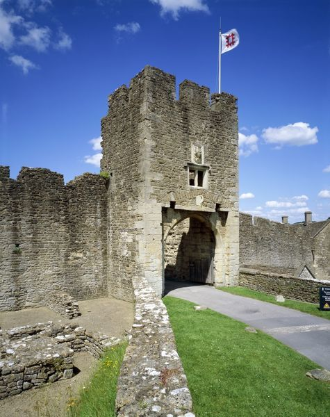 FARLEIGH HUNGERFORD CASTLE, Somerset. View of the gatehouse