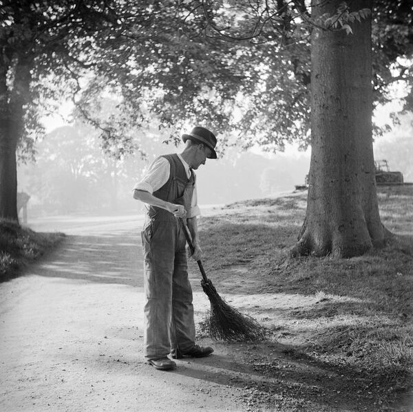Bury St Edmunds, Suffolk. Gardener sweeping pathway at St Edmunds Abbey Garden. Photographed by Hallam Ashley in May 1947
