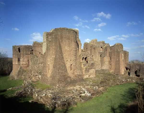 GOODRICH CASTLE, Herefordshire. View from the south east corner also showing gatehouse, south-west tower and bedrock platform
