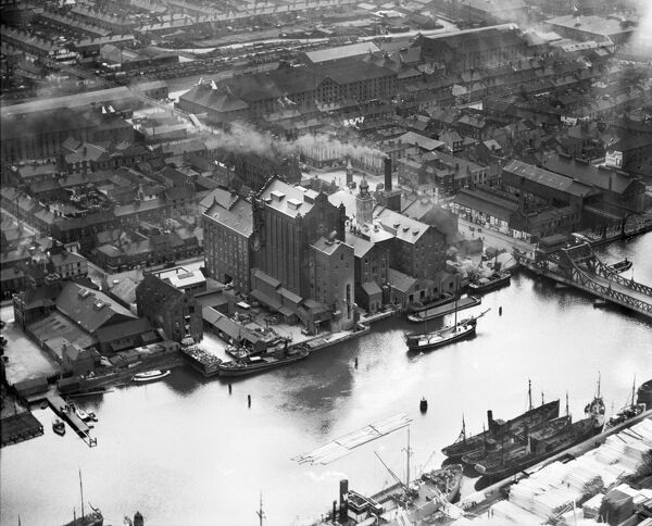 GRIMSBY DOCKS, Lincolnshire. Aerial view, August 1933
