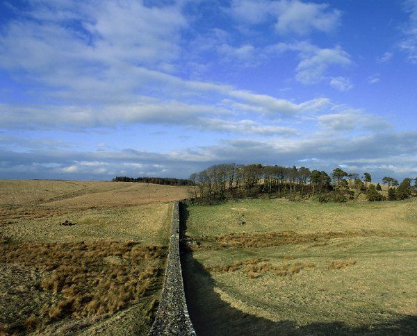 HADRIAN'S WALL: HOUSESTEADS FORT (VERCOVICIUM), Northumberland. View along wall looking towards Knag Burn Gate. hadrian
