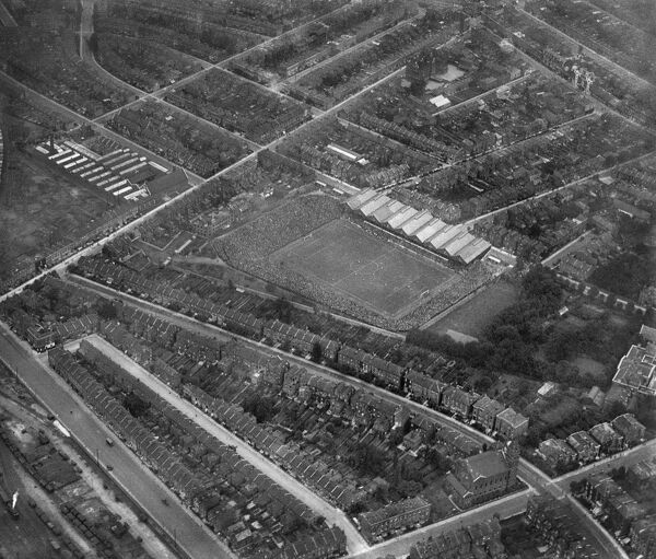HIGHBURY STADIUM, London. Aerial view of the home of Arsenal Football Club since 1913. Date of this photograph is uncertain, but probably 1923. Aerofilms Collection (see Links)