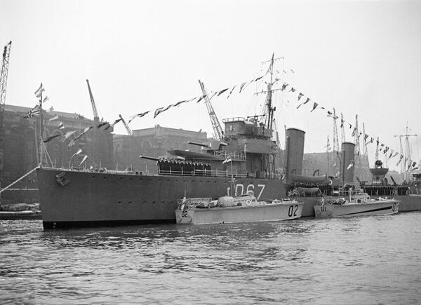 HMS WISHART, Hays Wharf, Bermondsey, London. A Thorneycroft modifed W class destroyer launched in 1919, here bedecked in celebratory bunting. During the Second World War she served in the Mediterranean fleet, including acting as escort to the Malta convoys
