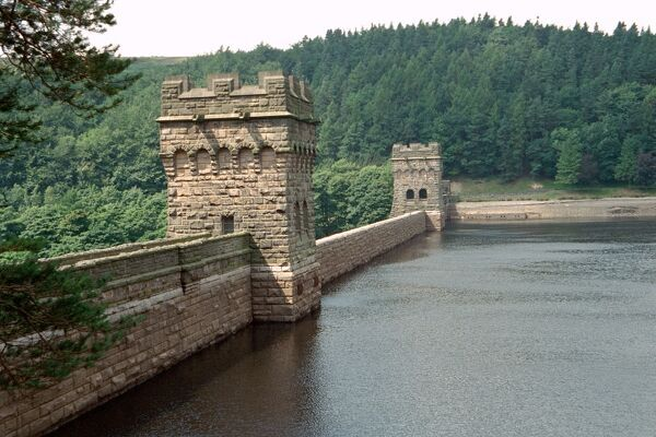 The Howden Reservoir was built by the for the use of the people of Derby, Leicester, Nottingham, Sheffield and Derbyshire. IoE 82158