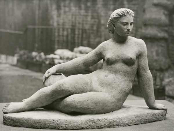Festival of Britain 1951. Lambeth, London. A terracotta sculpture of a female nude by Karin Jonzen produced for the South Bank Exhibition. This work is one of the sculpture commissions made by the Arts Council for the Festival of Britain in 1951