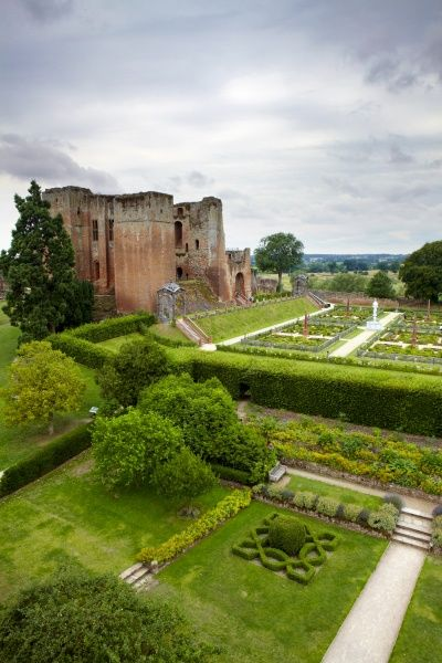 KENILWORTH CASTLE, Warwickshire. View of knot garden and Elizabethan garden from upper floor of Leicester's Gatehouse