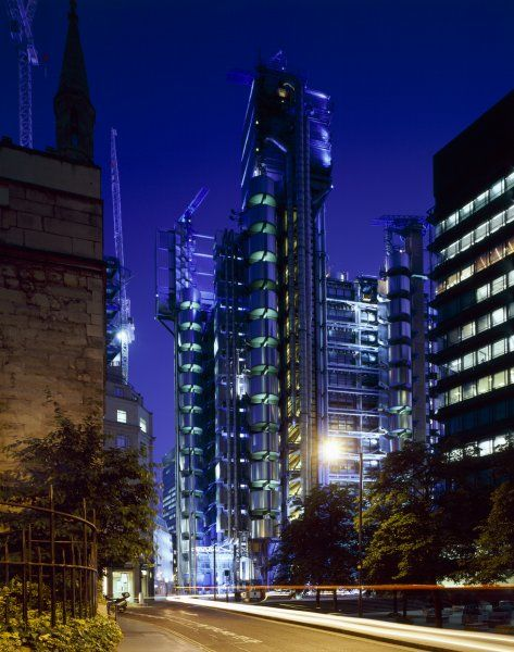LLOYDS BUILDING, 1 Lime Street, City of London. Evening View