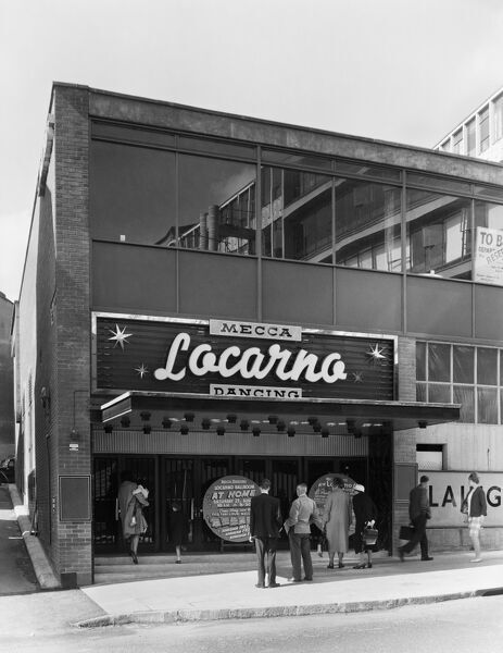 LOCARNO BALLROOM, Hurst Street, Birmingham. Entrance to the Locarno Mecca Ballroom, with members of the public reading the signage. 25th August 1960. Nightclub. John Laing Collection