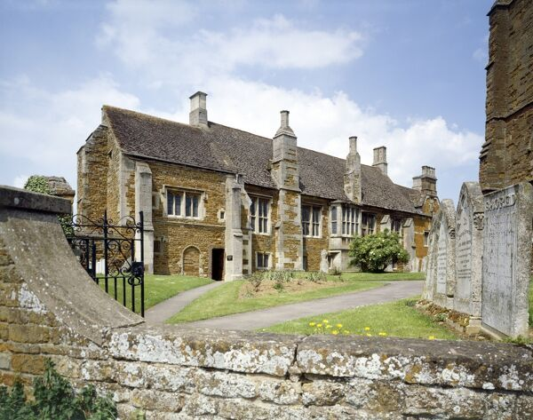 LYDDINGTON BEDE HOUSE, Leicestershire. Exterior view of the Almshouse, formerly the medieval palace of the Bishops of Lincoln. By 1600 the building had been converted into an almshouse for twelve poor 'bedesmen' over 30 years old and two women
