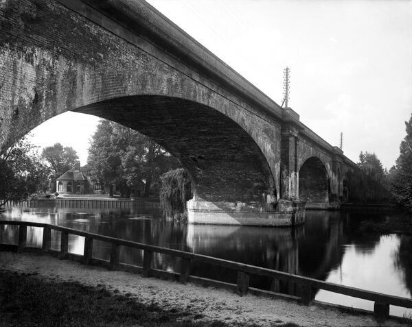 MAIDENHEAD, Berkshire. A view of the graceful arches of Brunel's famous bridge as they cross the River Thames, seen here from the Berkshire riverbank. The bridge was built in 1838 to carry the Great Western Railway across the river and tow path