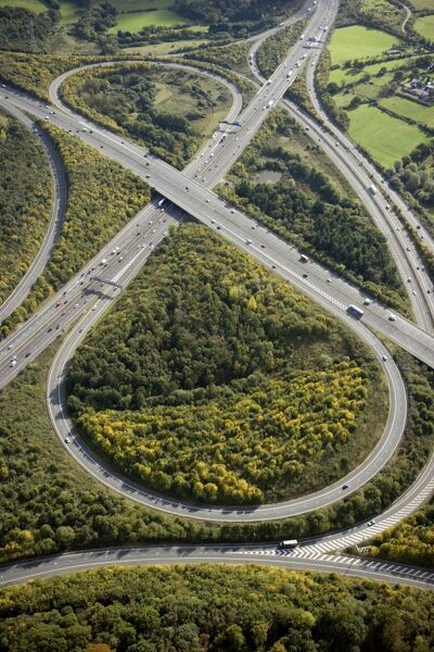 BROADSPRING WOOD, Fulmer, Buckinghamshire. Aerial view. Junction 1A on the M40 joining the M25 motorway between Uxbridge and Gerrards Cross