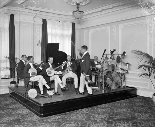MAISON LYONS, London. Ragtime band playing at the department store in Oxford Street, 1916. Bedford Lemere