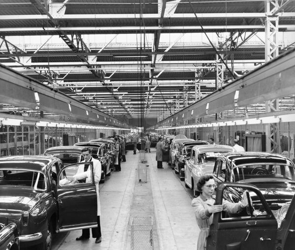 Rover Car Company Works, Lode Lane, Solihull. Interior view of Rover factory showing workers polishing cars, October 1956. John Laing Collection