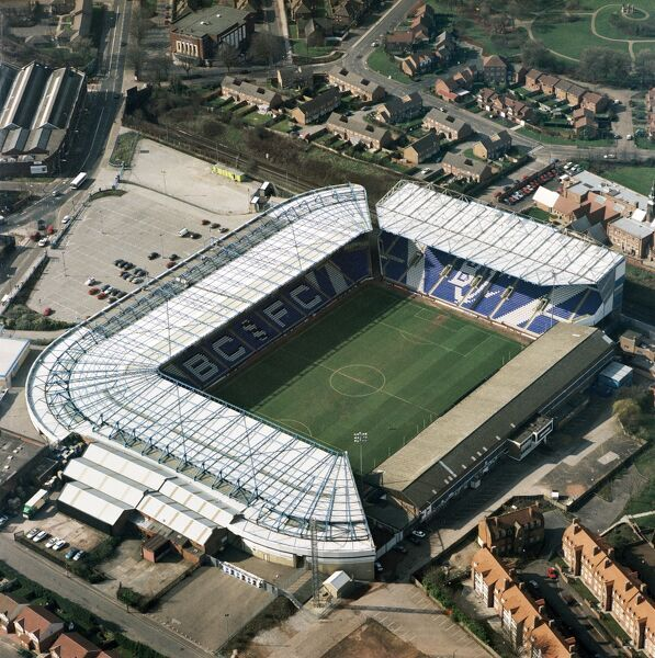 ST ANDREWS Stadium, Birmingham. Aerial view of the home of Birmingham City Football Club - the Blues. Photographed in 1999 after the construction of the Railway Stand (now the Gil Merrick Stand). Aerofilms Collection (see Links)