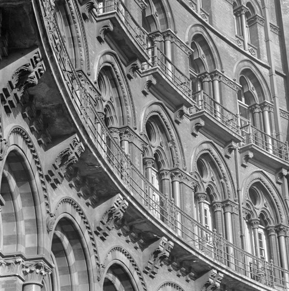 ST PANCRAS HOTEL, Euston Road, London. Exterior detail showing the curve of the south front of the Midland Grand Hotel at St Pancras station. Date range: 1960-1972. John Gay
