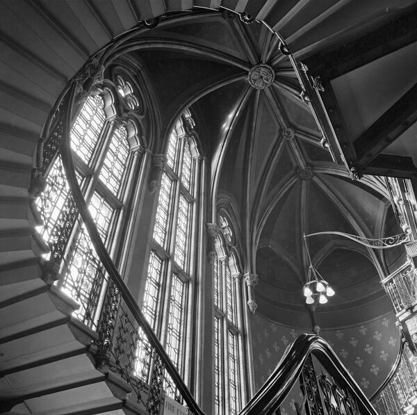 ST PANCRAS HOTEL, London. Interior of the Midland Grand Hotel at St Pancras looking up towards the stone vaulted ceiling above the grand staircase. Photographed by John Gay. Date range: 1960-1972