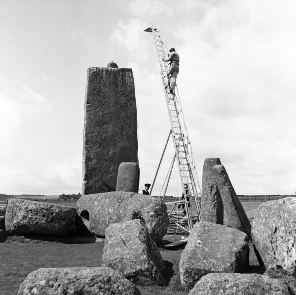 STONEHENGE, Wiltshire. A make-shift tower to take elevated vertical shots of the excavation of stoneholes 57 and 58