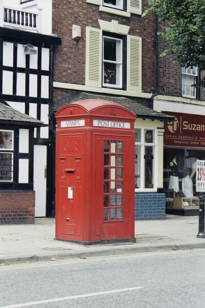 A rare example of a K4 telephone kiosk, designed 1927 by Sir Giles Gilbert Scott. Frodsham, Cheshire. IoE 436820