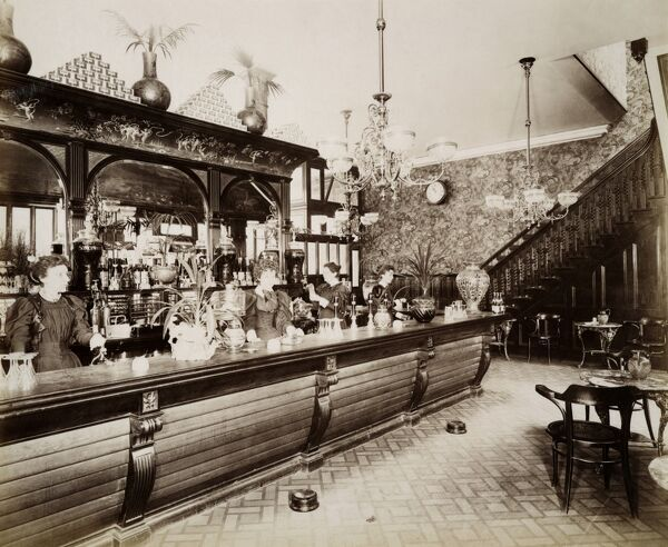 TOWER BRIDGE HOTEL, Bermondsey, London. Interior of the saloon bar. Photographed in June 1897. From the Bedford Lemere collection