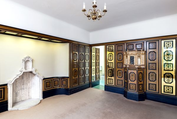 ELTHAM PALACE, London. Interior. The Venetian suite bedroom, with mirrored panels, chimney piece by Malacrida and late 17th century tabernacle. View from north east
