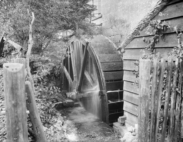 OLD MILL, Chipping Campden, Gloucestershire. An exterior view showing the waterwheel at work. There are four watermills in Chipping Campden on the sites of medieval mills mentioned in the Domesday Book. Photographed in 1900 by Henry Taunt.