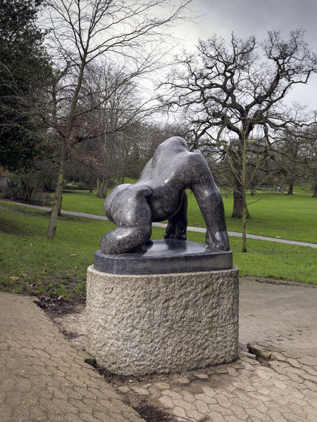 Crystal Palace Park, Sydenham, Greater London. David Wynne sculpture 'Guy The Gorilla'. Photographed by Chris Redgrave in 2016