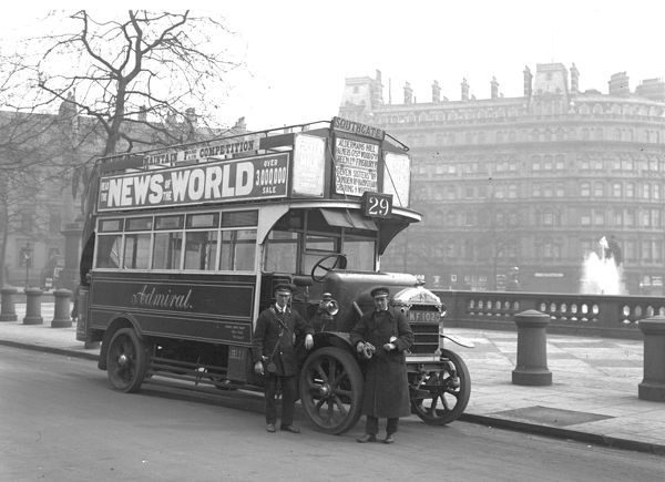 A STRAKER SQUIRE Solid tyred LONDON BUS Route 29 in Trafalgar Square