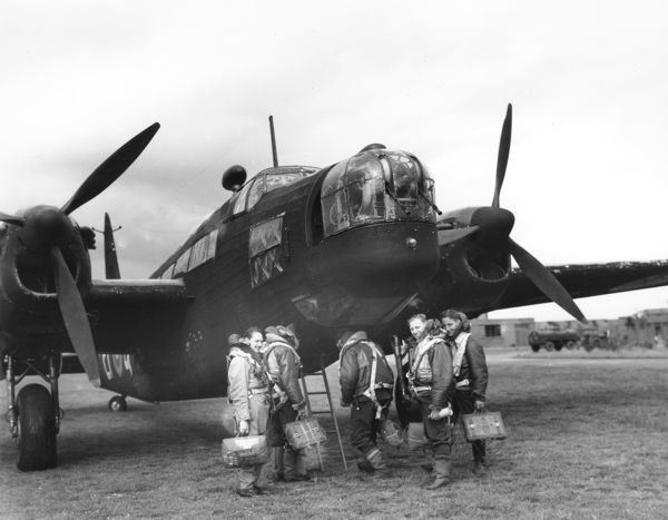 Vickers Wellington II of 104 Squadron at RAF Driffield, aircrew boarding, September 1941