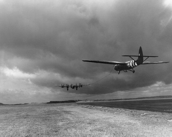 Handley Page Halifax V towing off Airspeed Horsa, Tarrant Rushton, 12 October 1944