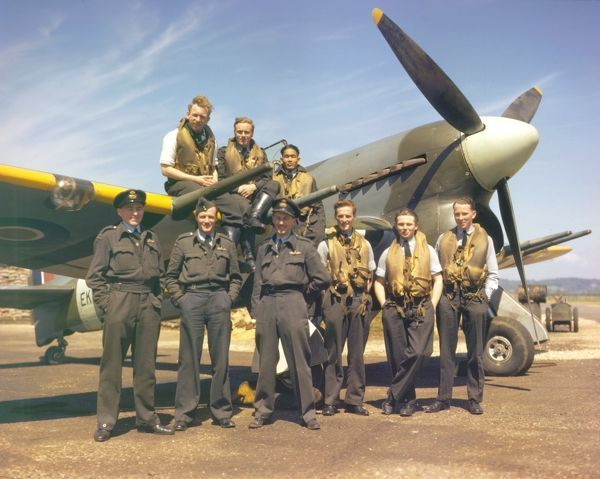 Seven pilots of 257 Sqn standing in front of a Hawker Typhoon at RAF Warmwell, 13 May 1943