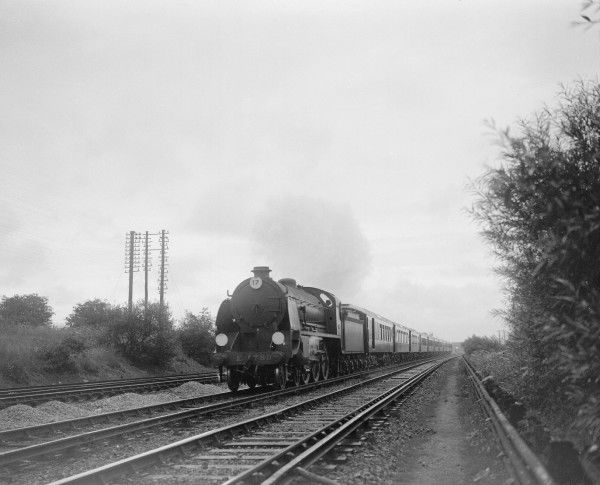 King Arthur Class 4-6-0 locomotive E780 Sir Persant hauling the Southern Belle between London and Brighton