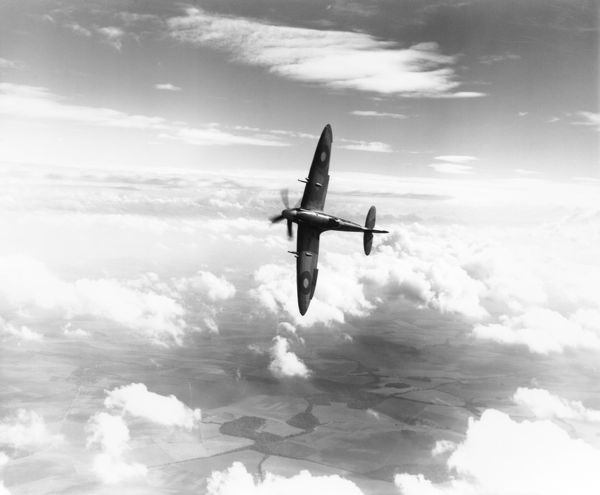 Supermarine Spitfire XIV (RB140) banking in flight