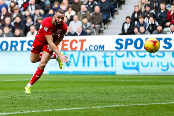 Aaron Wilbraham of Bristol City scores a goal to make it 0-1 - Rogan Thomson/JMP - 25/02/2017 - FOOTBALL - St James' Park - Newcastle, England - Newcastle United v Bristol City - Sky Bet EFL Championship