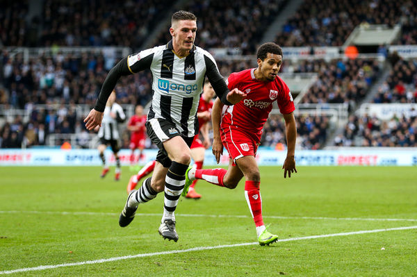 Ciaran Clark of Newcastle United and Korey Smith of Bristol City chase back - Rogan Thomson/JMP - 25/02/2017 - FOOTBALL - St James' Park - Newcastle, England - Newcastle United v Bristol City - Sky Bet EFL Championship