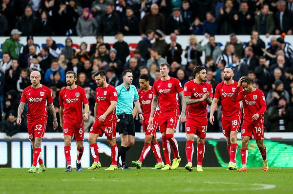 Bristol City regroup after Newcastle United equalise at 2-2 - Rogan Thomson/JMP - 25/02/2017 - FOOTBALL - St James' Park - Newcastle, England - Newcastle United v Bristol City - Sky Bet EFL Championship