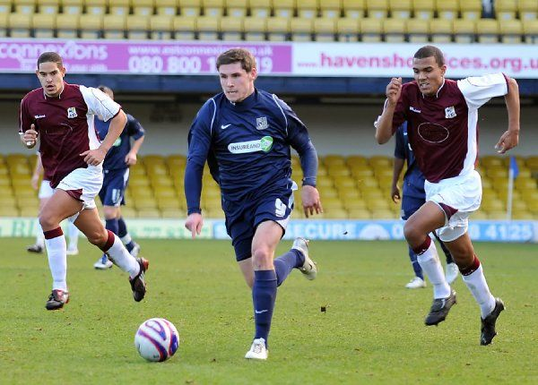 ENGLAND, SOUTHEND, ROOTS HALL - 07/01/08 - RESERVE LEAGUE - SOUTHEND V NORTHAMPTON: CATCH ME IF YOU CAN SAYS GARY HOOPER. CREDIT: GRAHAM BRIDGEMAN-CLARKE