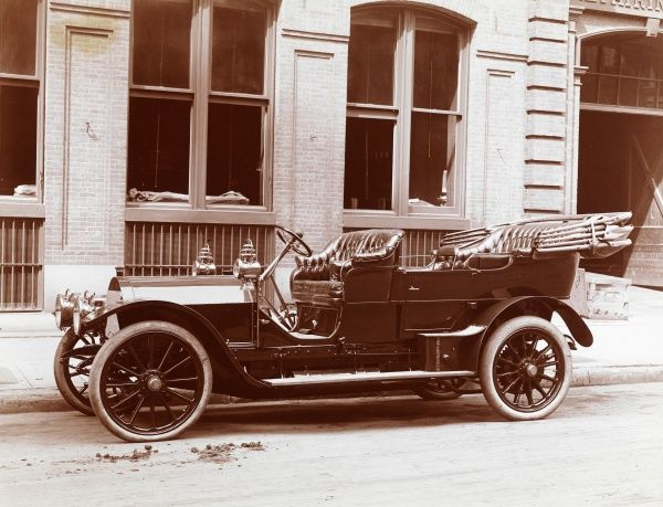 Brewster. Automobile with body by Brewster, presumably a 1907 Mercedes-Simplex on the street; building beyond