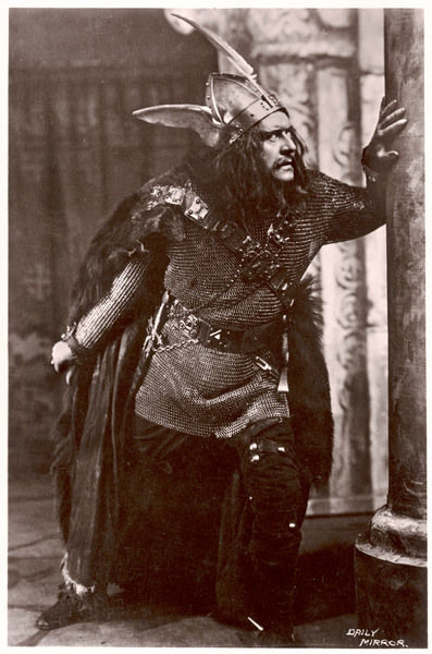 Sir Herbert Tree in the role of Macbeth
